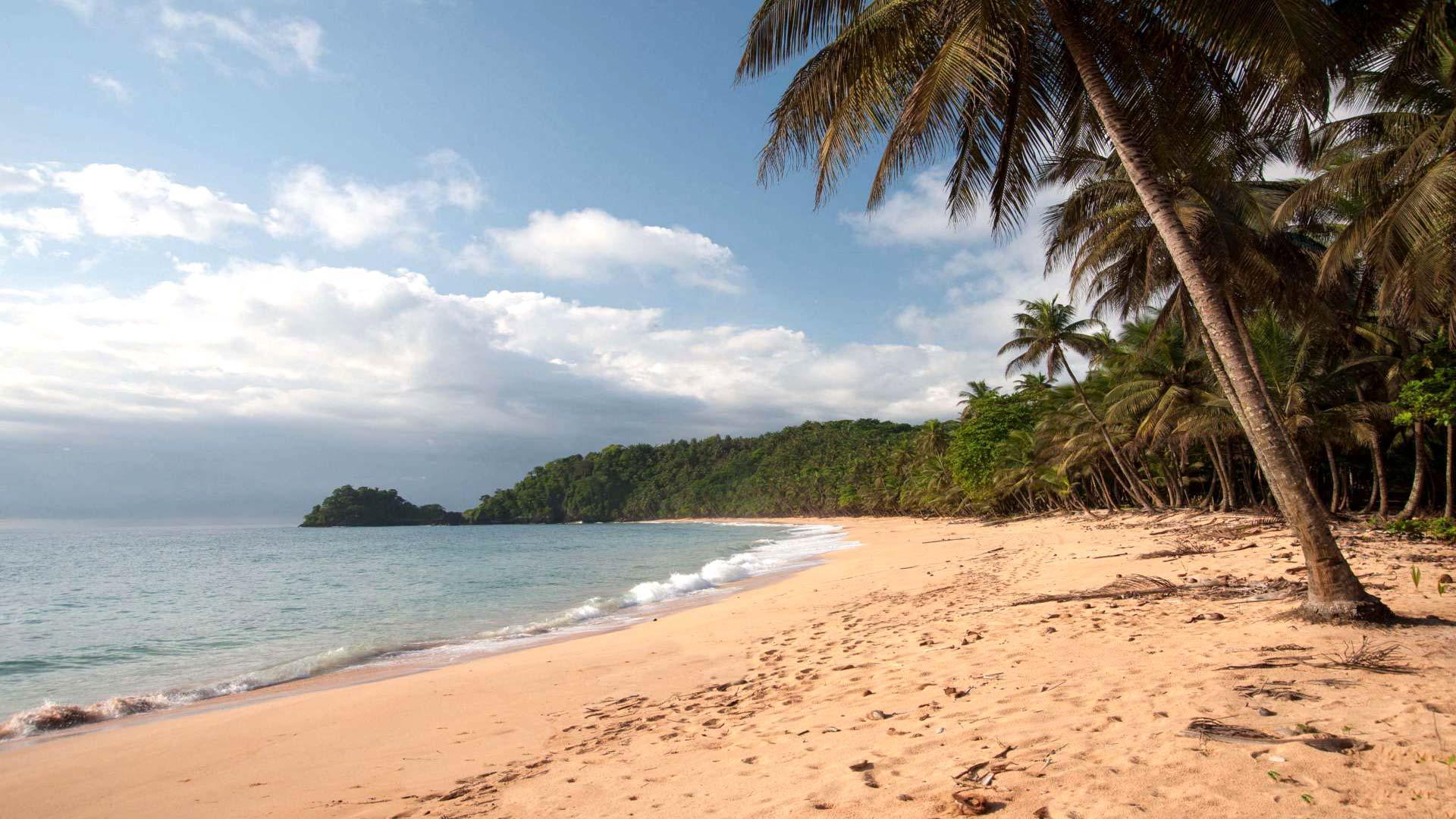 Praia Coco, Praia Santa Rita, Praia Banana, Praia das Burras, Praia Macaco et Praia Boi: petites plages isolées entre végétation luxuriante et le bleu d'une mer calme sur l'île de Principe