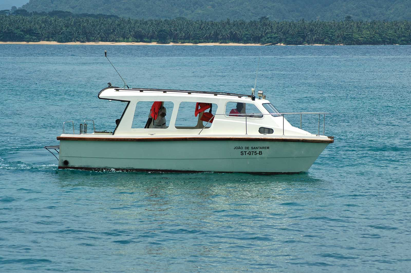 Une excursion en bateau à la découverte des plus belles plages du nord-est de l'île de Principe