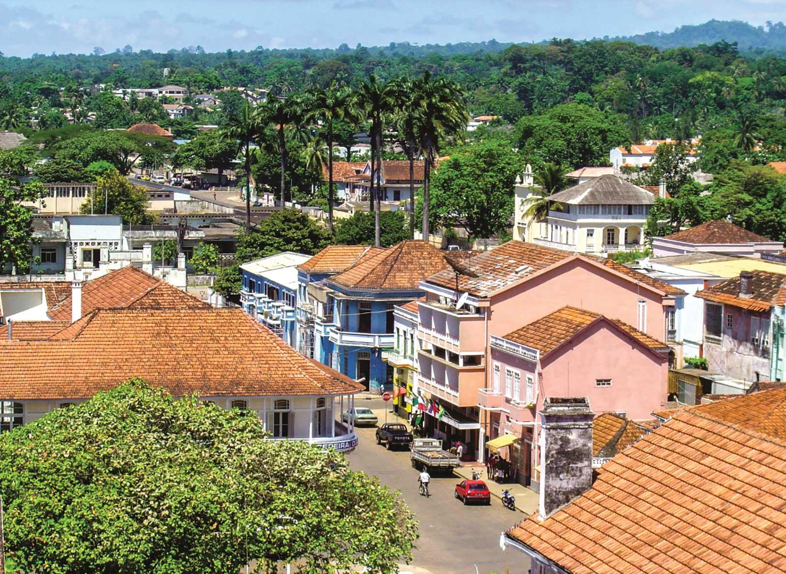 Tour de ville de São Tomé, Excursion d'une occasion unique pour un premier contact avec la vie et l'histoire santoméennes