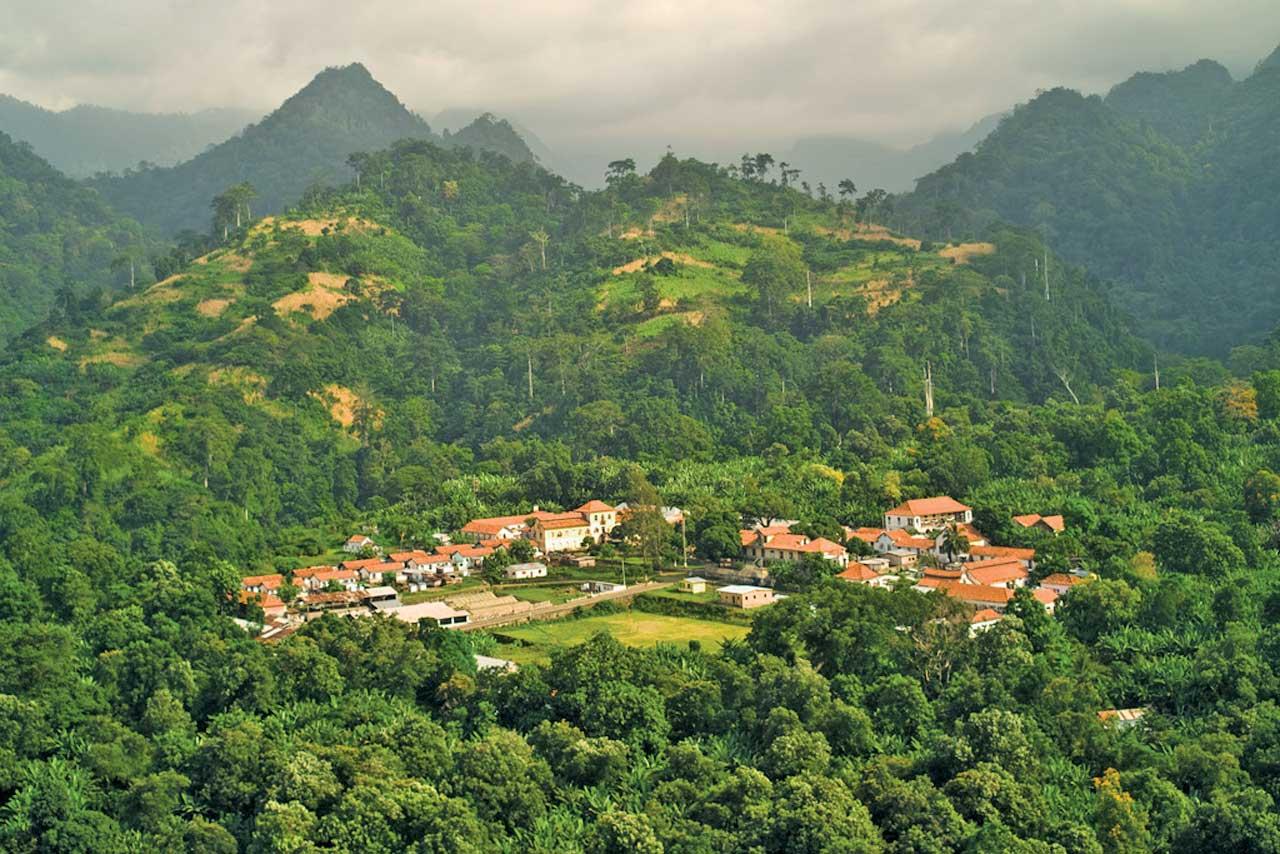 Sur l'île de Sao Tomé, excursions journalières à travers l'histoire de la colonisation portugaise et de ses années fastes d'exploitations de café et de cacao